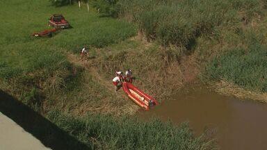 Continuam buscas a dois jovens desaparecidos após caírem em rio em Guatapará, SP - Vítimas estavam em ponte de rodovia próxima a Rio Mogi quando foram atropeladas.