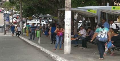 Estudante é esfaqueado durante assalto a ônibus em João Pessoa - Testemunhas contaram à polícia que o estudante reagiu quando o ladrão tentou tomar seu celular e seu dinheiro.