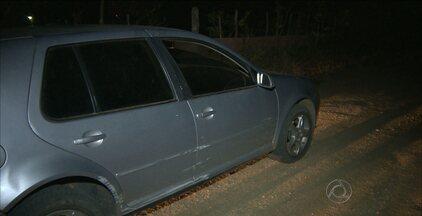 Carro roubado é achado cheio de explosivos após acidente na Paraíba - Os bandidos abandonaram o carro depois de tentar assaltar um caminhoneiro, que reagiu e bateu no carro que eles estavam.