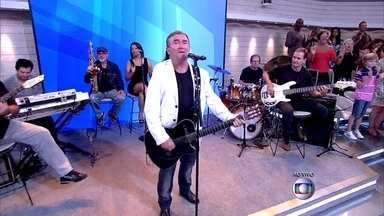 Amado Batista abre o Encontro - Cantor anima a plateia