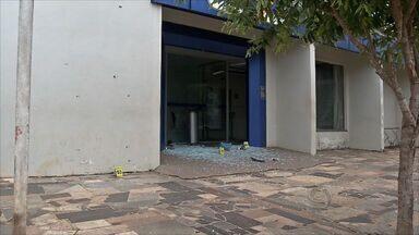Seis pessoas são presas por arrombar caixa eletrônico em Matupá (MT) - Seis pessoas foram presas acusadas de arrombarem um caixa eletrônico de uma agência bancária em Matupá.