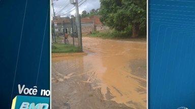Moradores reclamam de ruas alagas no Jardim das Margaridas quando chove - Confira no quadro VC no BMD.