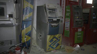 Caixas eletrônicos são arrombados em supermercado no Rio Vermelho, em Salvador - Segundo a polícia, homens renderam o vigilante do estabelecimento na madrugada desta terça-feira (3) e praticaram a ação.