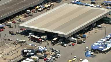 Explosão deixa box destruído na Ceasa de Simões Filho - A situação aconteceu no fim da manhã desta terça-feira (3), na estrada CIA-Aeroporto, região metropolitana de Salvador.