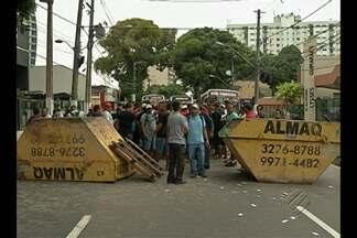 Trabalhadores da construção civil interditaram avenida movimentada em Belém - O protesto desta terça-feira (3) foi contra salários atrasados e a falta de pagamento de garantias trabalhistas.