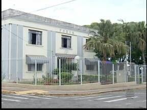 Advogados da OAB têm que atender em prédio improvisado - Clientes tem que dividir salas