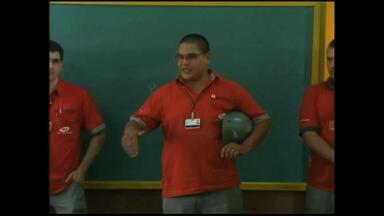 Blitz educativa é realizada com estudantes de escola estadual - Assista ao vídeo.