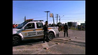Postos são abastecidos com ajuda da polícia em Rio Grande, RS - Assista ao vídeo.