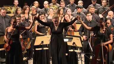 Veja a história de uma mulher que rege uma orquestra com mais de 100 músicos - Ela é paulista e rege a orquestra de Bogotá na Colômbia. Ela é considerada uma das maestrinas mais importante da música clássica atualmente.