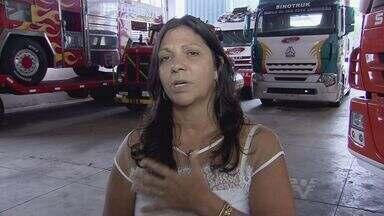 Conheça a Neusa Navarro, diretora de equipe na Fórmula Truck - Ela trabalha na direção de uma das equipes da Fórmula Truck.