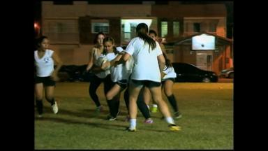 Grupo de mulheres pratica rugby em Rio Grande, RS - Meninas treinam três vezes por semana.