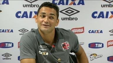 Após primeiro gol com camisa do Vasco, Gilberto espera manter boa fase no Cariocão - Atacante marcou de pênalti contra Bonsucesso, e mostrou animação em entrevista coletiva.