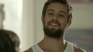 Vicente promete ensinar Victor a soltar pipa - Cris acompanha a dupla