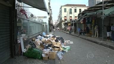 Justiça considera paralisação de garis no RJ ilegal - O Rio de Janeiro amanheceu sem coleta de lixo nesta sexta-feira (13). Os garis da Comlurb, empresa responsável pela limpeza da cidade, decidiram entrar em greve.