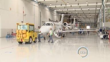Alta do dólar é positiva para a venda de jatos executivos - Embraer comemora boas vendas do Phenom 300 no mercado americano.