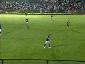 Esporte: Time reserva do Cruzeiro faz amistoso contra time amador da cidade de Ibirité - Uma oportunidade para o técnico Marcelo Oliveira avaliar os jogadores que atuam pouco.