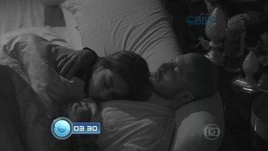 Perdeu algum momento do BBB15? Veja o resumo da semana - Tá rolando clima entre Amanda e Fernando? Assista!