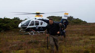 Terra da Gente – Lakutaia - Chile - Bloco 02 - De helicóptero, a equipe enfrenta turbulências e os humores do clima para chegar ao primeiro ponto de pesca.
