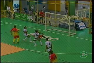 Os jogos da Copa TV Grande Rio de Futsal desta quinta-feira foram repletos de gols - O Cabrobó voltou a quadra, depois de perder na estreia. O adversário foi o Vila São Sebastião. Mas quem abriu a rodada foi o Trindade que encarou a Agrovila Massangano pelo grupo C