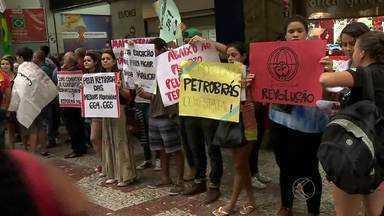 Movimentos sociais fazem ato em Juiz de Fora - Manifestação no Calçadão da Rua Halfeld defendeu reforma política. Ato também defende os direitos trabalhistas, a democracia e a Petrobras.