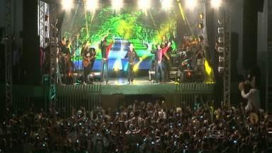 Primeiro show de Milionário após a morte do parceiro José Rico emociona em Paranavaí - A apresentação abriu a Expo Paranavaí. Vão ser dez dias de festa e hoje à noite tem Lucas Lucco.