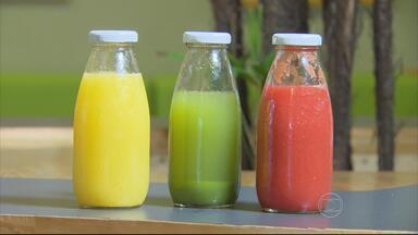 Aprenda a fazer três sucos com nutrientes importantes para o corpo - Um deles tem o poder de trazer mais felicidade.
