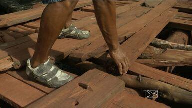 Caxias segue com problema na ponte de madeira que isola moradores - Há três semanas, o JMTV mostrou a situação de uma ponte de madeira na comunidade rural Barragem, em Caxias. Quem, por exemplo, precisa do atendimento médico fica sem ajuda.