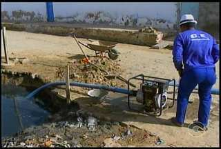 Moradores do bairro São Gonçalo reclamam de rede de esgoto - A drenagem deverá ser concluída em até 30 dias