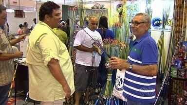Feira de pesca atrai entusiastas da atividade, em Goiânia - O encontro reúne pescadores e fabricantes de equipamentos no Centro de Convenções da capital.