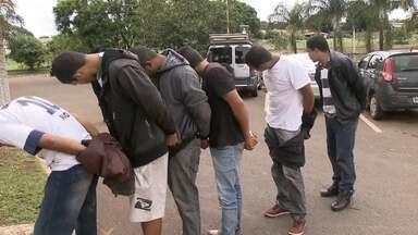 Quadrilha é presa na porta de presídio - Seis homens esperavam um preso beneficiado com o saidão de fim de semana para escoltá-lo até São Sebastião.