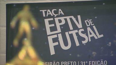 Jogo em Guará, SP, marca a abertura da Taça EPTV de Futsal - Guará e Sales Oliveira se enfrentaram no ginásio municipal.