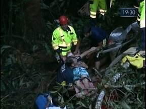 Ônibus cai em ribanceira e deixa pelo menos 15 mortos no norte de SC - Ônibus cai em ribanceira e deixa pelo menos 15 mortos no norte de SC