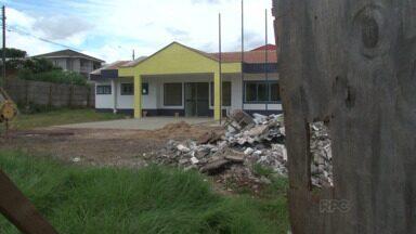 Dez creches estão com obras paradas em Guarapuava - Enquanto muitas mães precisam trabalhar e não têm com quem deixar os filhos, 10 creches da cidade estão com obras paradas e atrasadas.