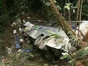 Ônibus cai em ribanceira e deixa 51 mortos no Norte de SC - Ônibus cai em ribanceira e deixa 51 mortos no Norte de SC
