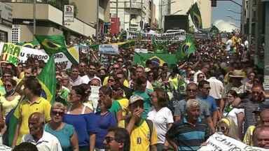 Protestos reúnem centenas de pessoas em Ponta Grossa e em Castro - Em Ponta Grossa, aproximadamente 8 mil pessoas se reuniram na Avenida Vicente Machado, segundo a PM