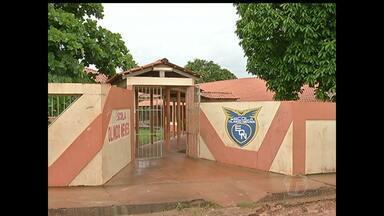 Pais de alunos da escola Olindo Neves começam a transferir filhos para outras escolas - Instituição de ensino vai ser fechada por causa do baixo número de alunos.