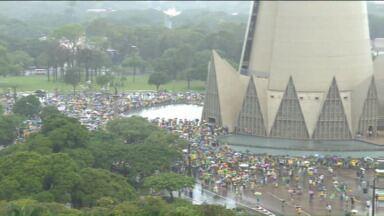Oitenta mil pessoas foram às ruas em Curitiba em protesto - Interior do estado também teve manifestações.
