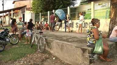 Moradores de Caxias encontram dificuldade para conseguir atendimento em postos de saúde - É cada vez mais difícil conseguir atendimento em Caxias. Quem precisa marcar uma consulta, tem que chegar de madrugada.