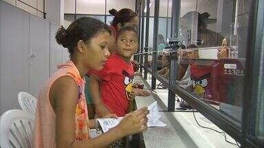 Estudantes devem renovar carteira de estudante - Caso atrase o pedido, a carteira só chegará após o vencimento do documento 2014.