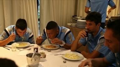 Palmeiras muda a rotina para jogo de manhã e bate o XV de Piracicaba - Para partida às 11h, jogadores comem macarrão no café