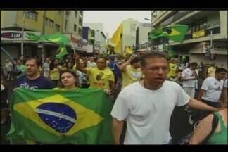 Contra corrupção, manifestantes de Uberaba e Uberlândia vão às ruas - Concentração em Uberlândia ocorreu na praça Tubal Vilela, no Centro. Em Uberaba, Fundação Maçônica se reuniu na praça Rui Barbosa.
