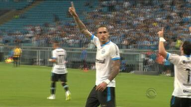 Na Arena, Grêmio vence e assume a liderança - Cristian Rodríguez estreia e Braian Rodríguez marca o primeiro gol no tricolor.