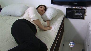 Ortopedista explica como escolher colchão e travesseiros para garantir noite de sono - Se o colchão não ajudar, a chance aparecer aquela dorzinha chata na coluna é grande.