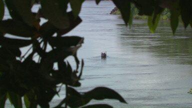 Pescadores são sequestrados no rio Paraná - Os assaltantes, fortemente armados, roubam os motores das embarcações e fogem em direção ao Paraguai.