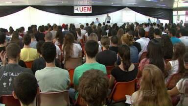 Estudantes voltas às aulas na UEM - Mas professores e funcionários permanecem em estado de greve