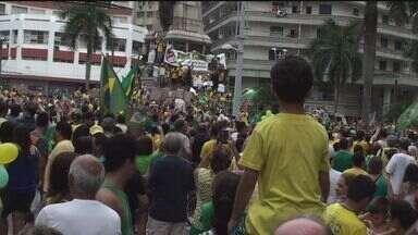 Moradores de Santos vão às ruas para protestar contra a corrupção - Munícipes também gritaram contra o governo Dilma e o Partido dos Trabalhadores (PT).