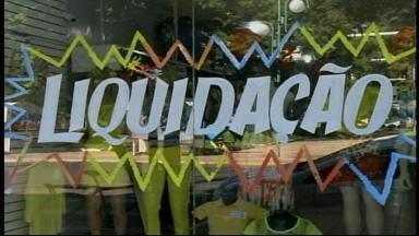 Lojistas fazem promoções para acabar com os estoques de verão em Uruguaiana, RS - Assista ao vídeo.