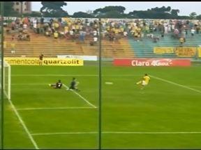 Torcedor canarinho faz a festa na entrada do estádio - O Ypiranga jogou no domingo (15) contra o Caxias no Colosso da Lagoa e os torcedores enviaram vídeos do jogo.