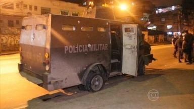 Tiroteio entre polícia e traficantes aterroriza moradores do Complexo do Alemão, no Rio - O ataque aconteceu após a polícia prender 17 pessoas no Complexo da Penha, vizinho ao Alemão. Entre os presos estava, gerentes da quadrilha que controla o tráfico de drogas nas favelas da região.
