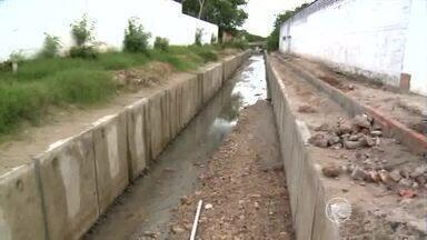 Moradores da Zona leste pedem construção de galeria para escoamento das águas - Moradores da Zona leste pedem construção de galeria para escoamento das águas